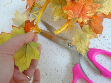 Fall DIY leaf mini wreath from centerpiece